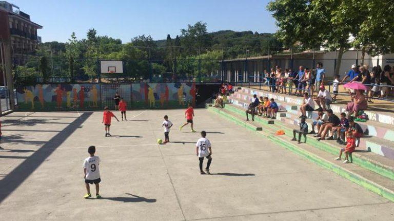 Aquesta tarda, es juga el primer torneig de futbol sala femení al barri de Can Carbó
