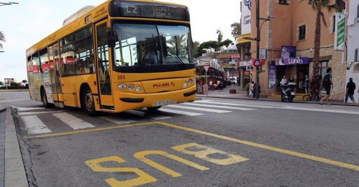 La gent gran de Lloret ha de renovar el carnet de transport urbà aquest mes de març
