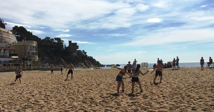El torneig d'Ultimate Frisbee es disputa malgrat el mal temps del cap de setmana