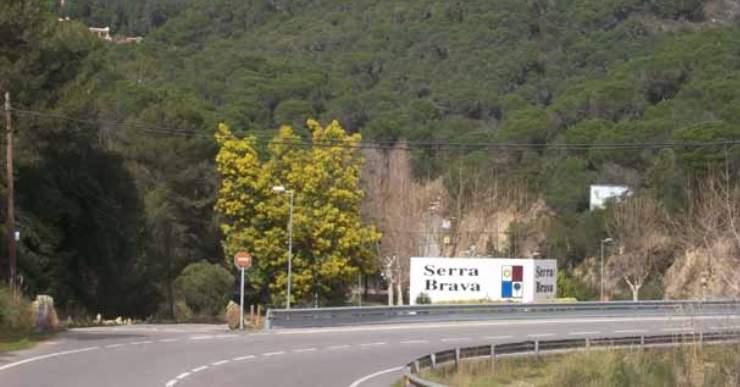 Accés a la urbanització Serra Brava