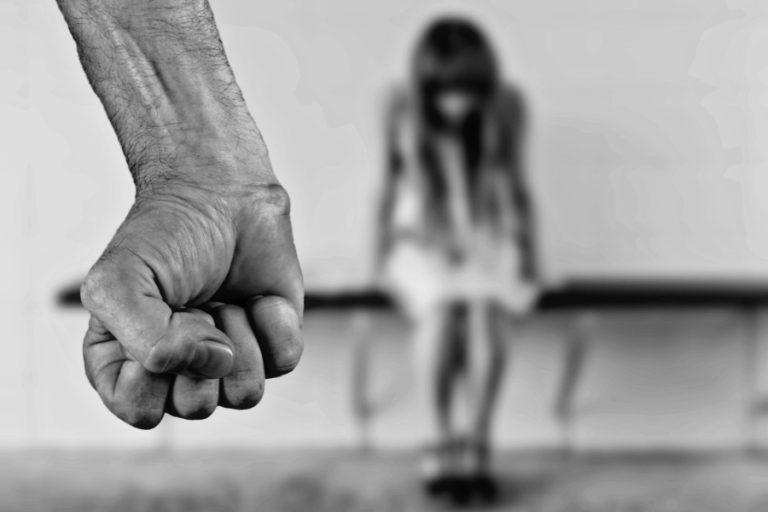 Les víctimes de violència masclista podran contactar amb Mossos per WhatsApp