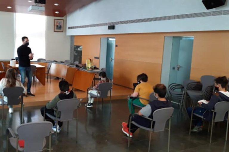 Un grup reduït d'alumnes del Pompeu Fabra visita l'Ajuntament