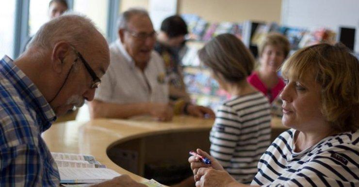 Les oficines de turisme de Lloret han atès un 15% més de persones el 2016